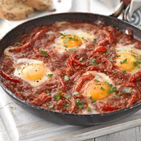 Shakshuka – Baked Eggs in Tomato Sauce